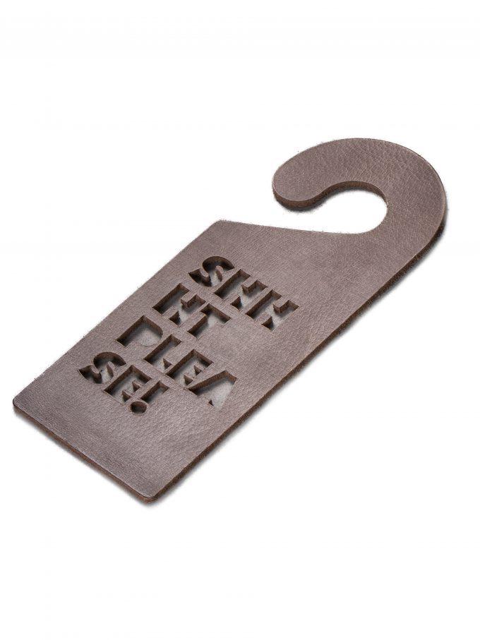 door-hanger-shhht-please-!-grey-leather-gifts