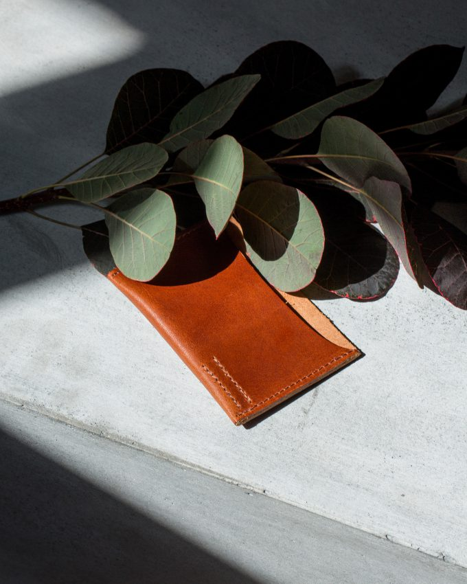 card-slot-cognac-leather-accessories-gifts